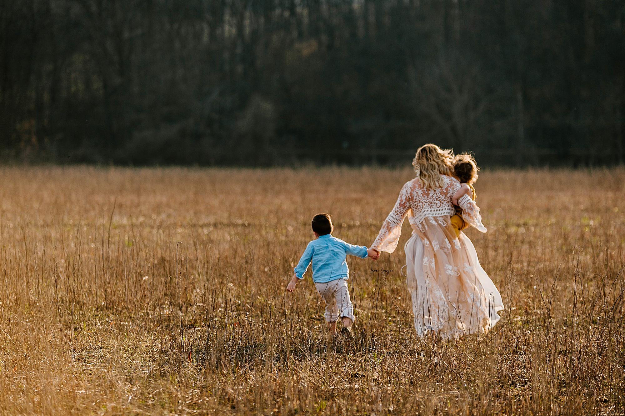 lauren-grayson-photography-akron-ohio-family-mom-boys-field-spring-outdoor-session_0022.jpg
