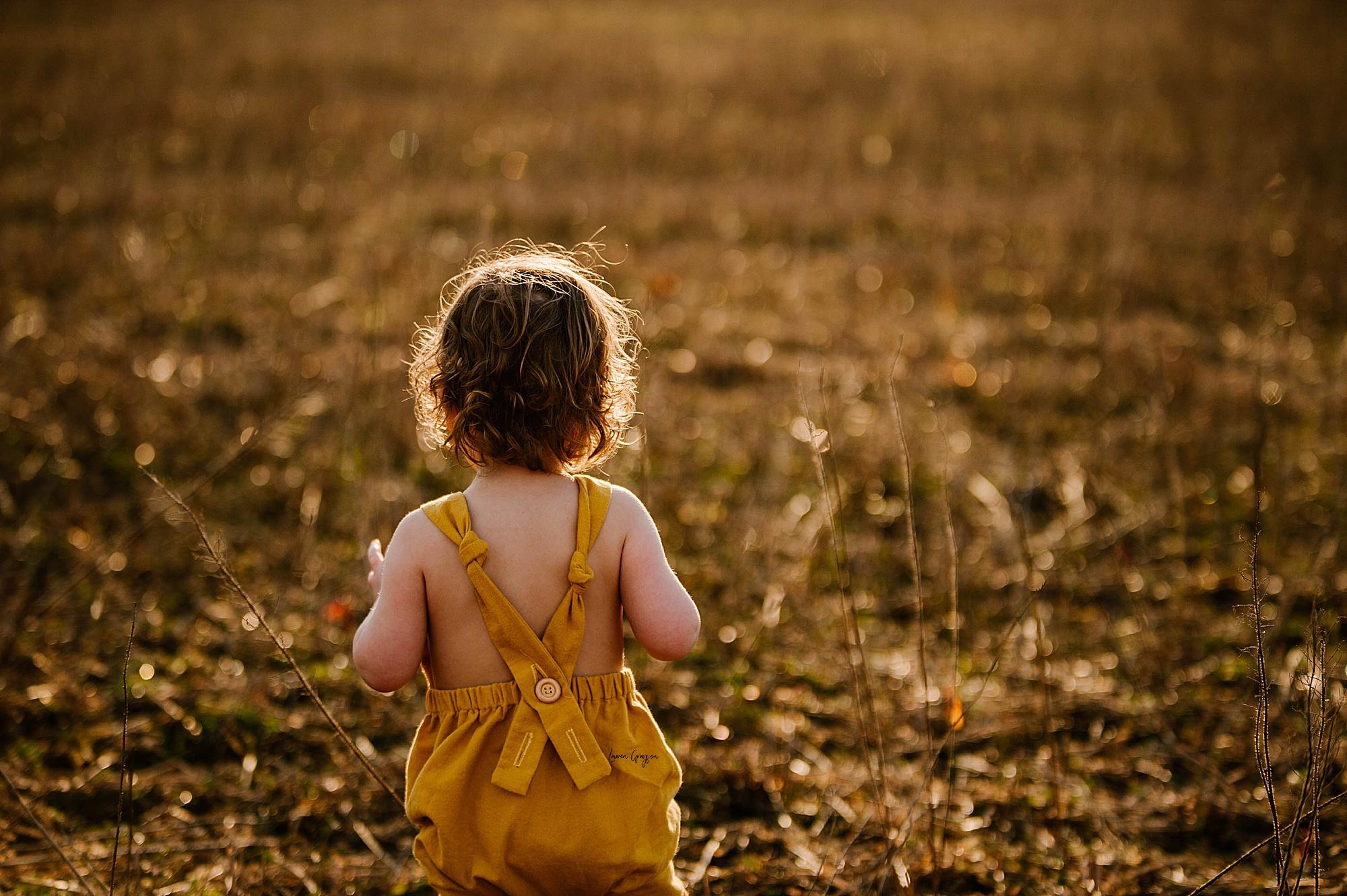 lauren-grayson-photography-akron-ohio-family-mom-boys-field-spring-outdoor-session_0030.jpg