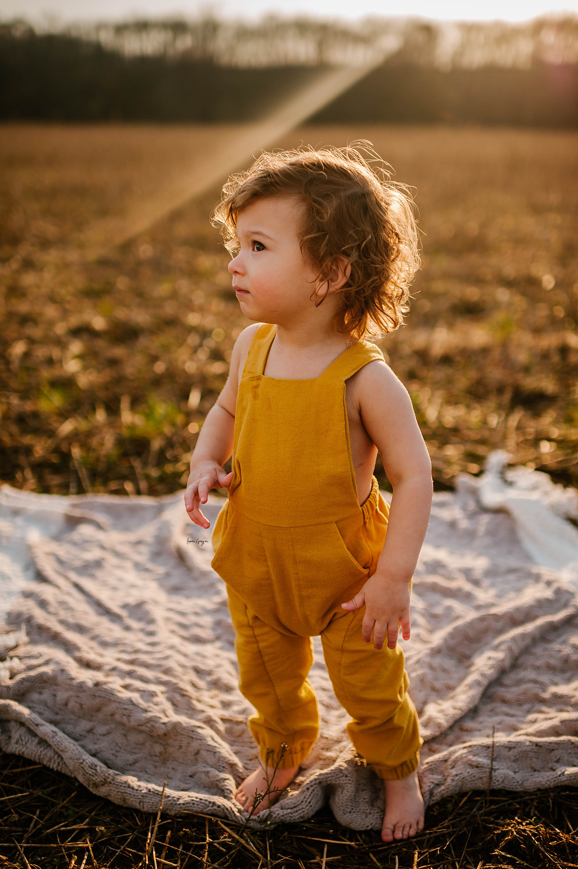 lauren-grayson-photography-akron-ohio-family-mom-boys-field-spring-outdoor-session_0034.jpg