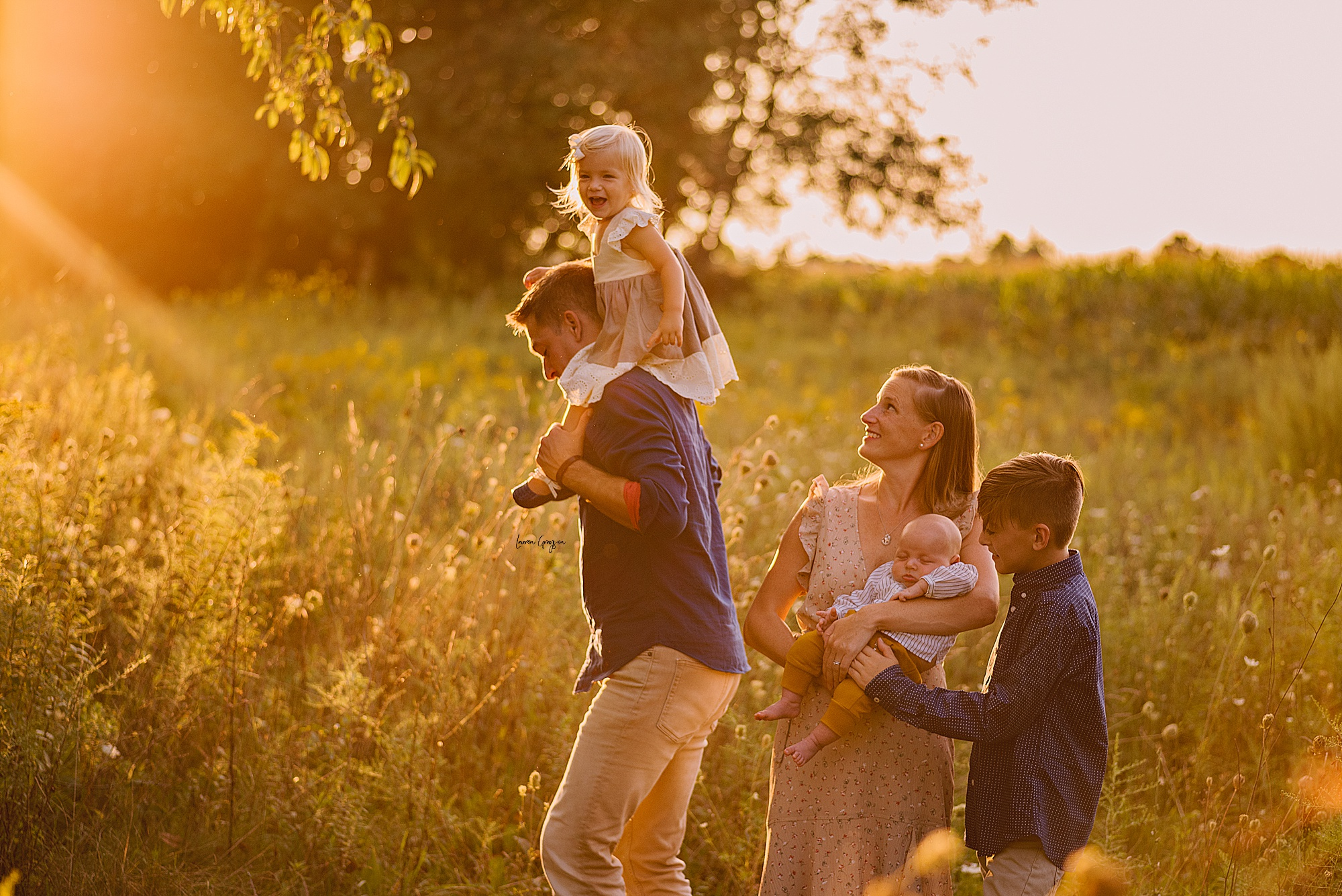 lauren-grayson-photography-akron-ohio-family-mom-boys-field-spring-outdoor-session_0039.jpg