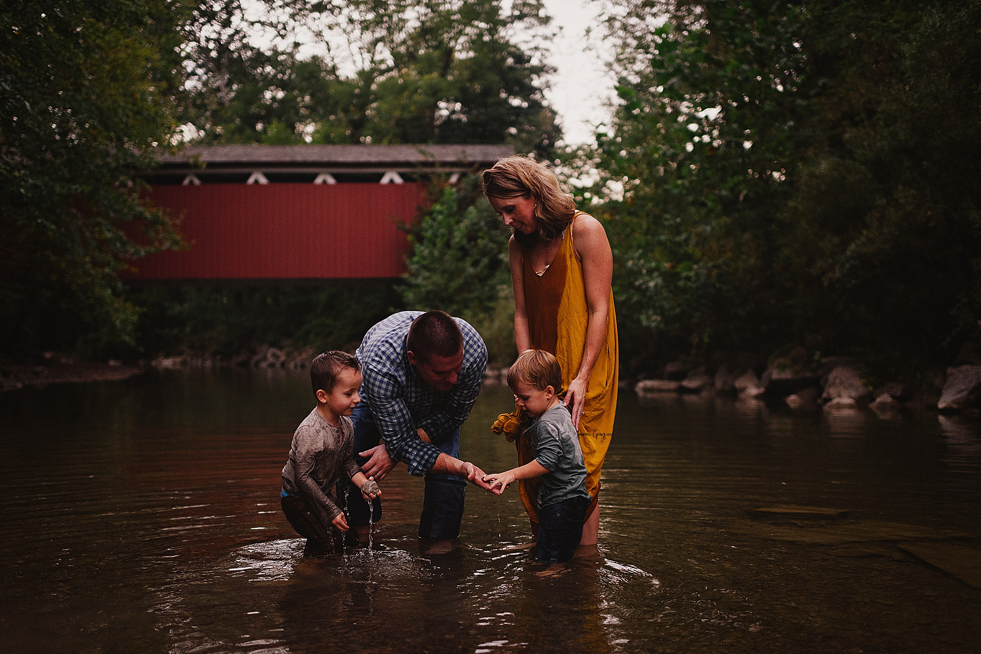 lauren-grayson-photography-akron-ohio-family-mom-boys-field-spring-outdoor-session_0035.jpg