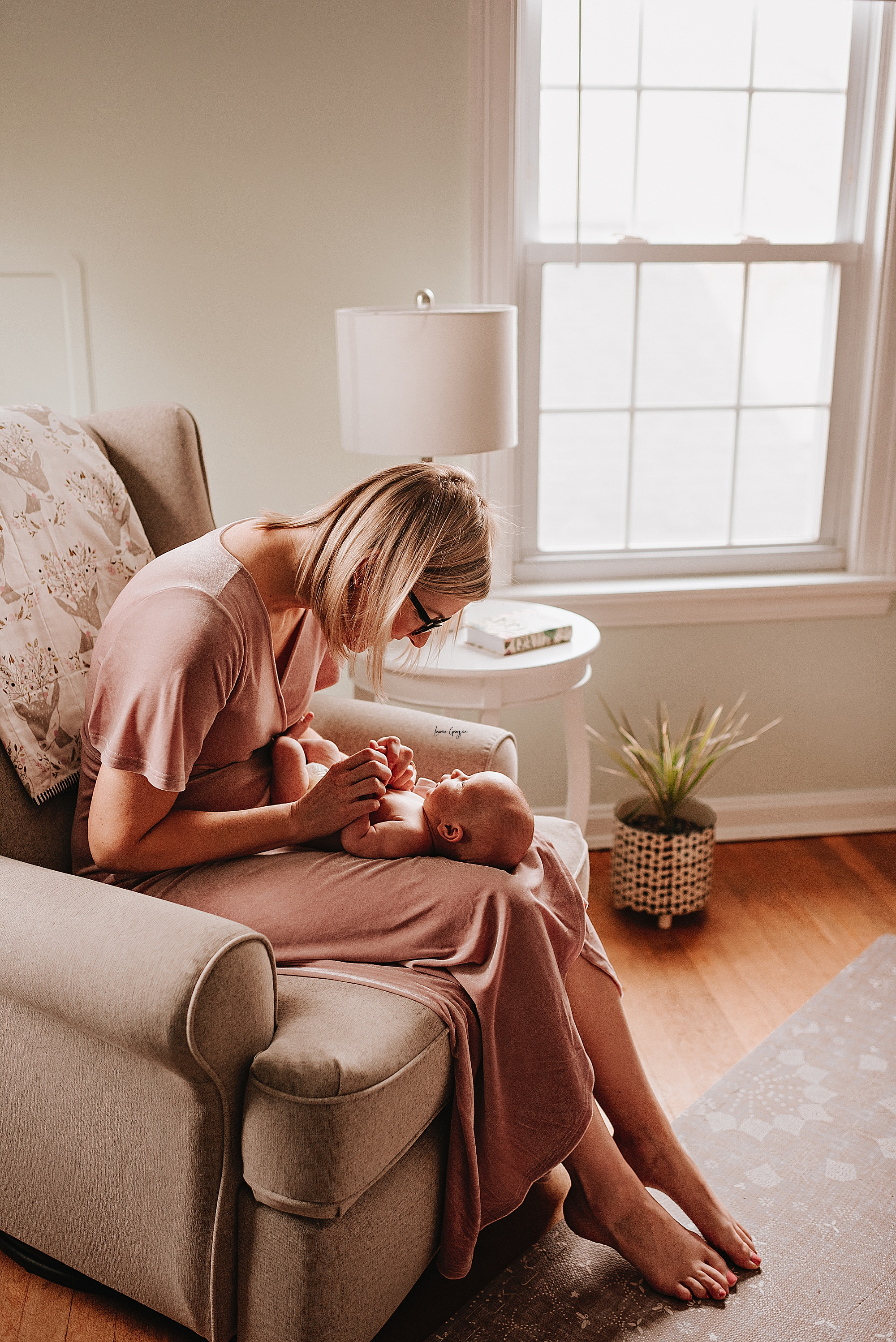 akron newborn photographer, lauren grayson photography, lifestyle at home family and baby photo session