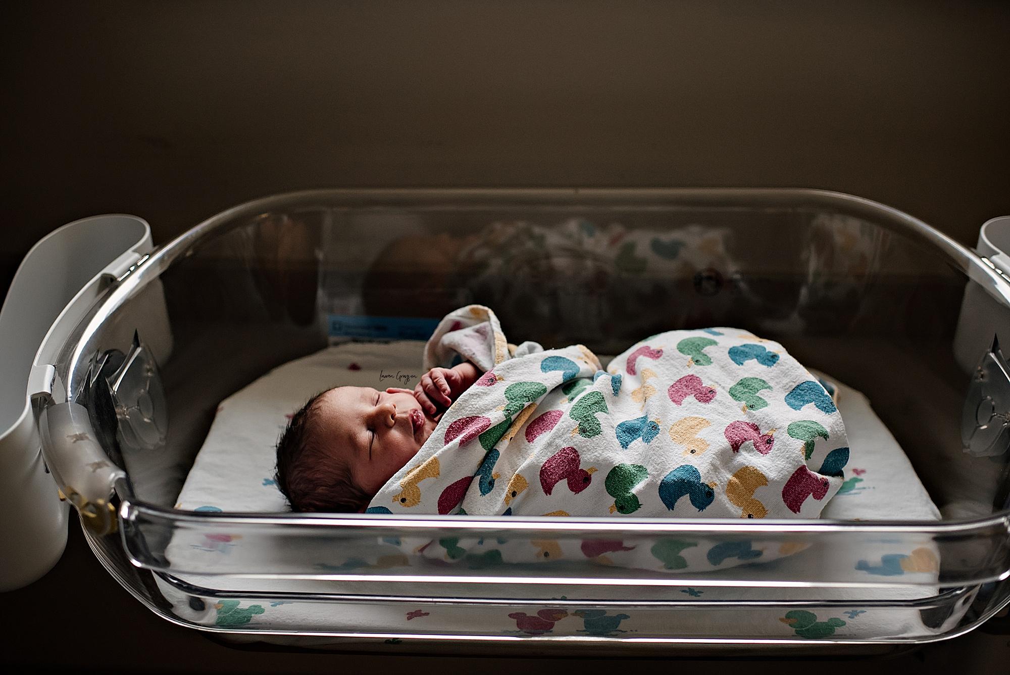 lauren-grayson-photography-akron-ohio-newborn-fresh-48-session-joshua_0032.jpg