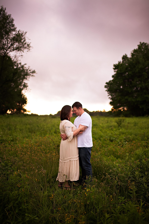 lauren-grayson-photography-akron-ridenour-family-summer-fields-sunset-session_0030.jpg