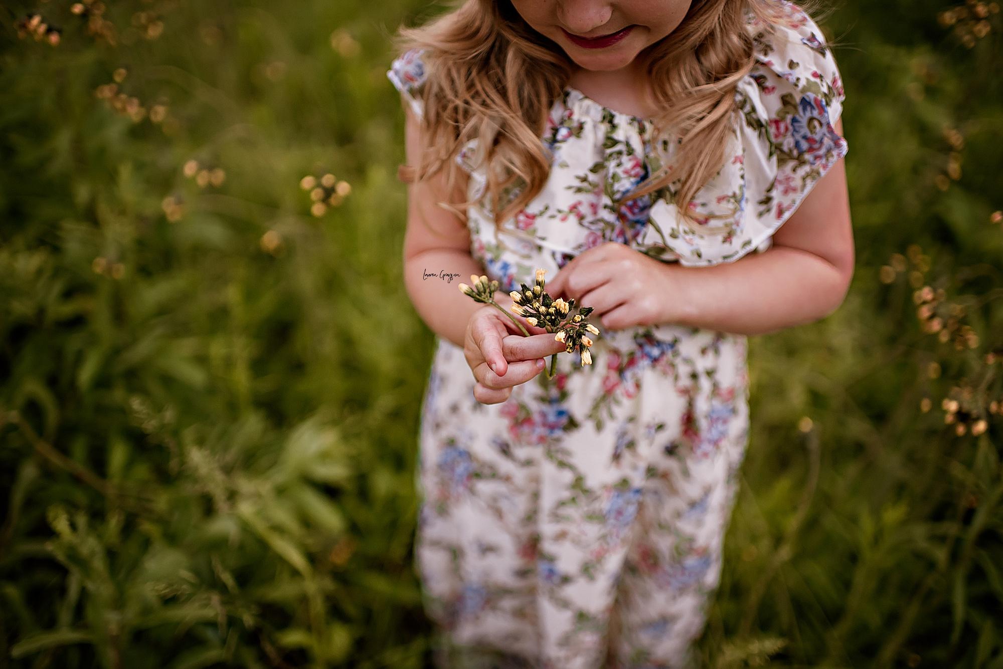 lauren-grayson-photography-akron-ridenour-family-summer-fields-sunset-session_0026.jpg