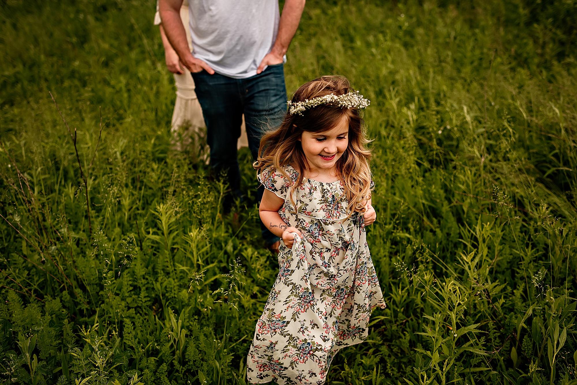 lauren-grayson-photography-akron-ridenour-family-summer-fields-sunset-session_0025.jpg