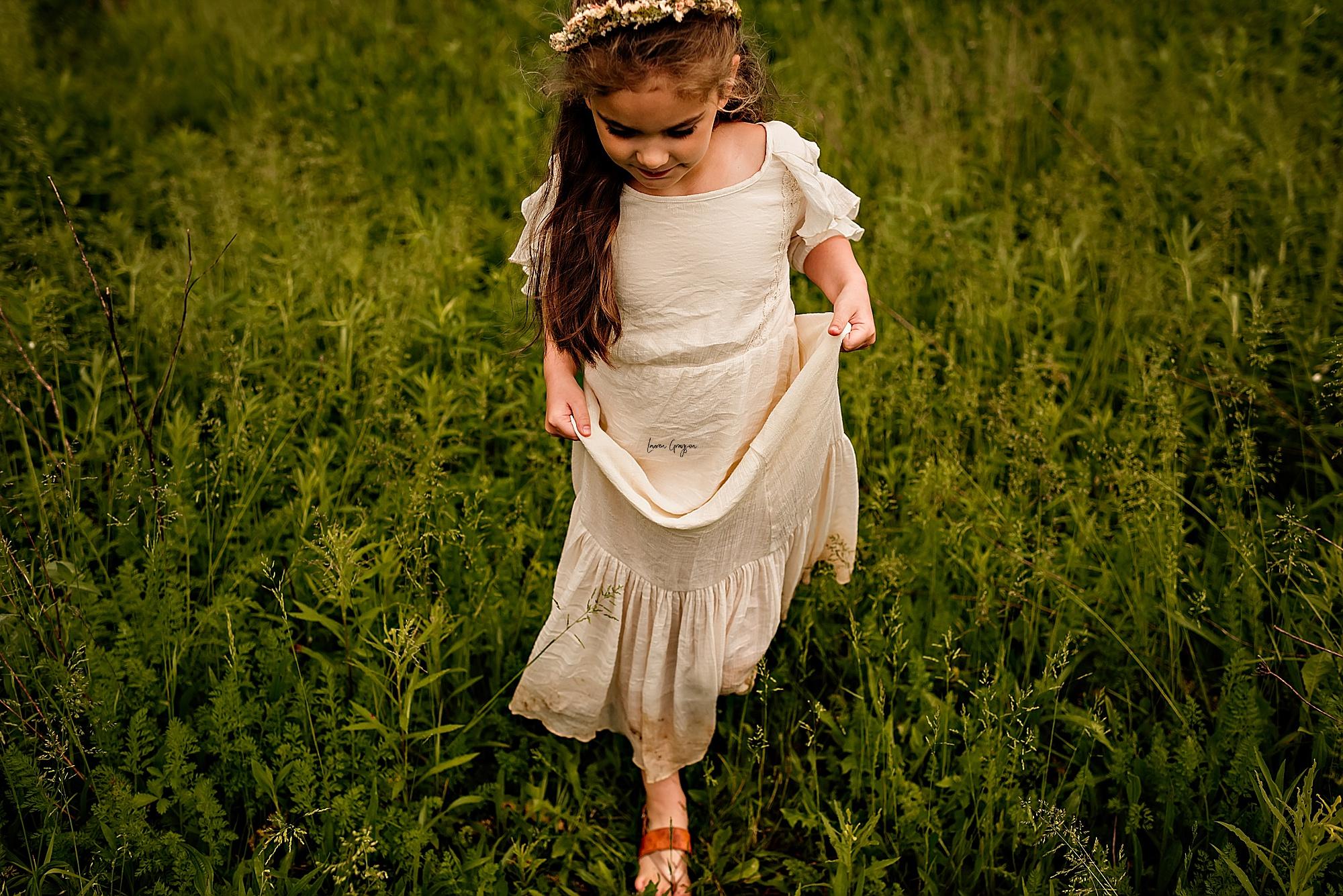 lauren-grayson-photography-akron-ridenour-family-summer-fields-sunset-session_0024.jpg