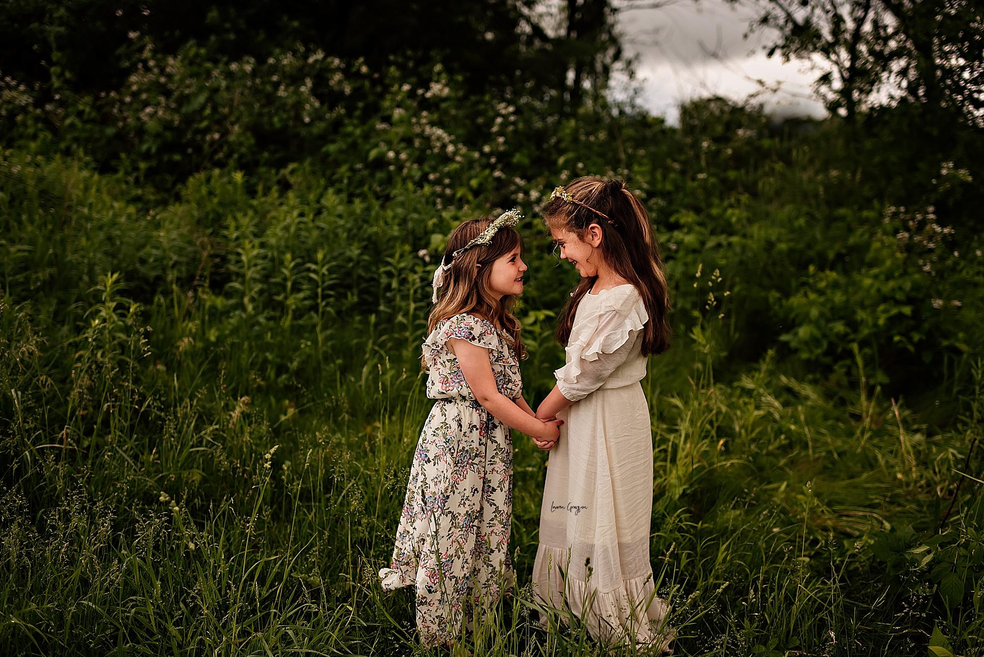 lauren-grayson-photography-akron-ridenour-family-summer-fields-sunset-session_0017.jpg