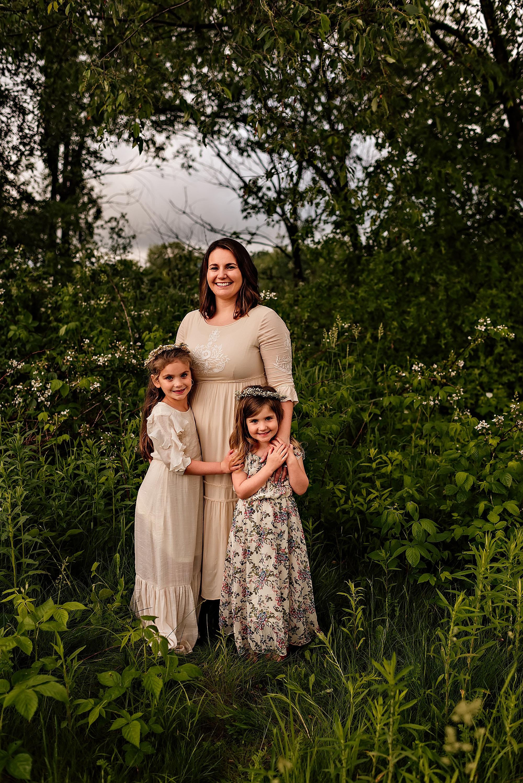 lauren-grayson-photography-akron-ridenour-family-summer-fields-sunset-session_0014.jpg