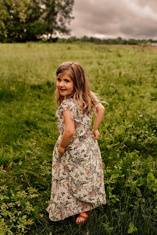 lauren-grayson-photography-akron-ridenour-family-summer-fields-sunset-session_0009.jpg