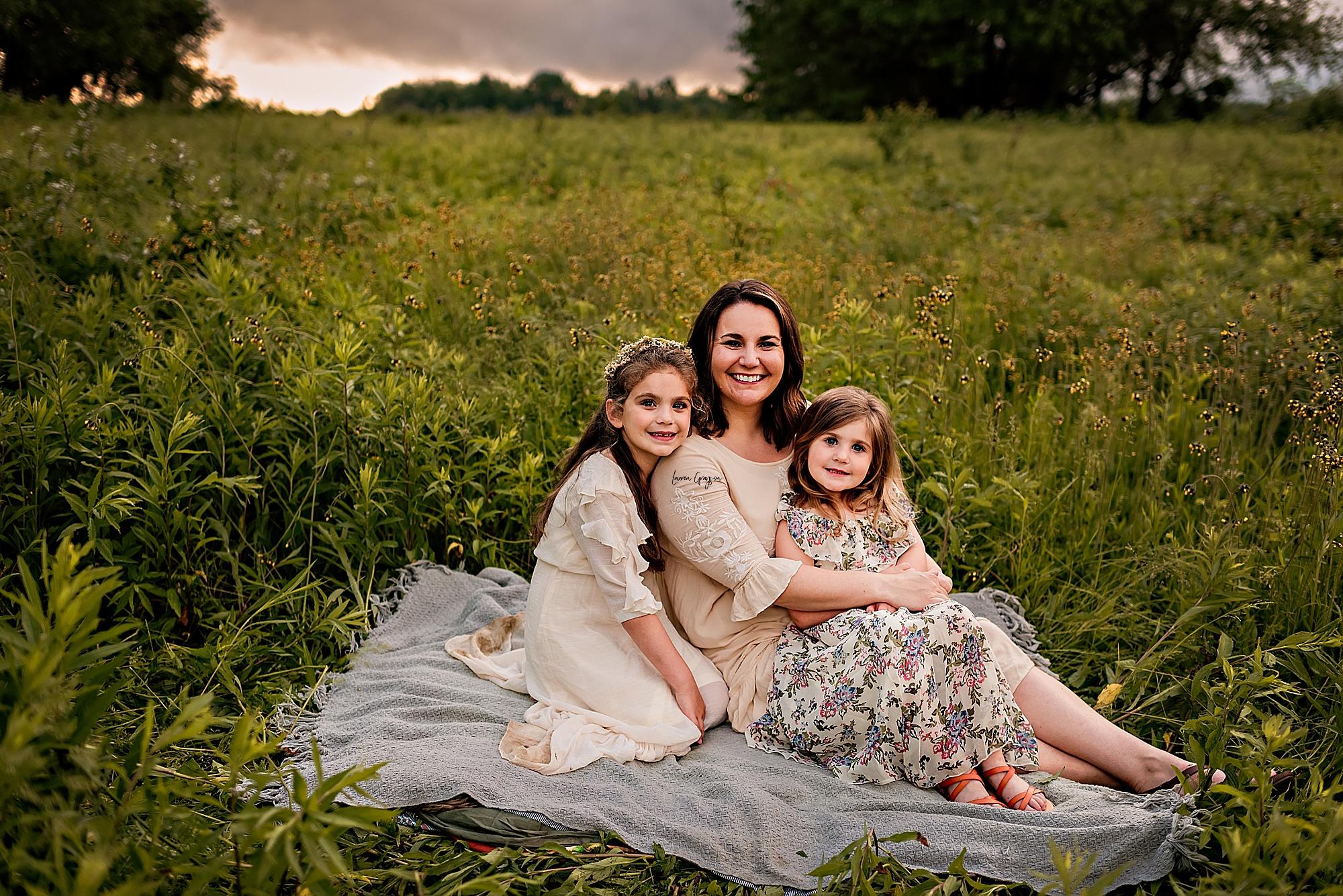 lauren-grayson-photography-akron-ridenour-family-summer-fields-sunset-session_0004.jpg