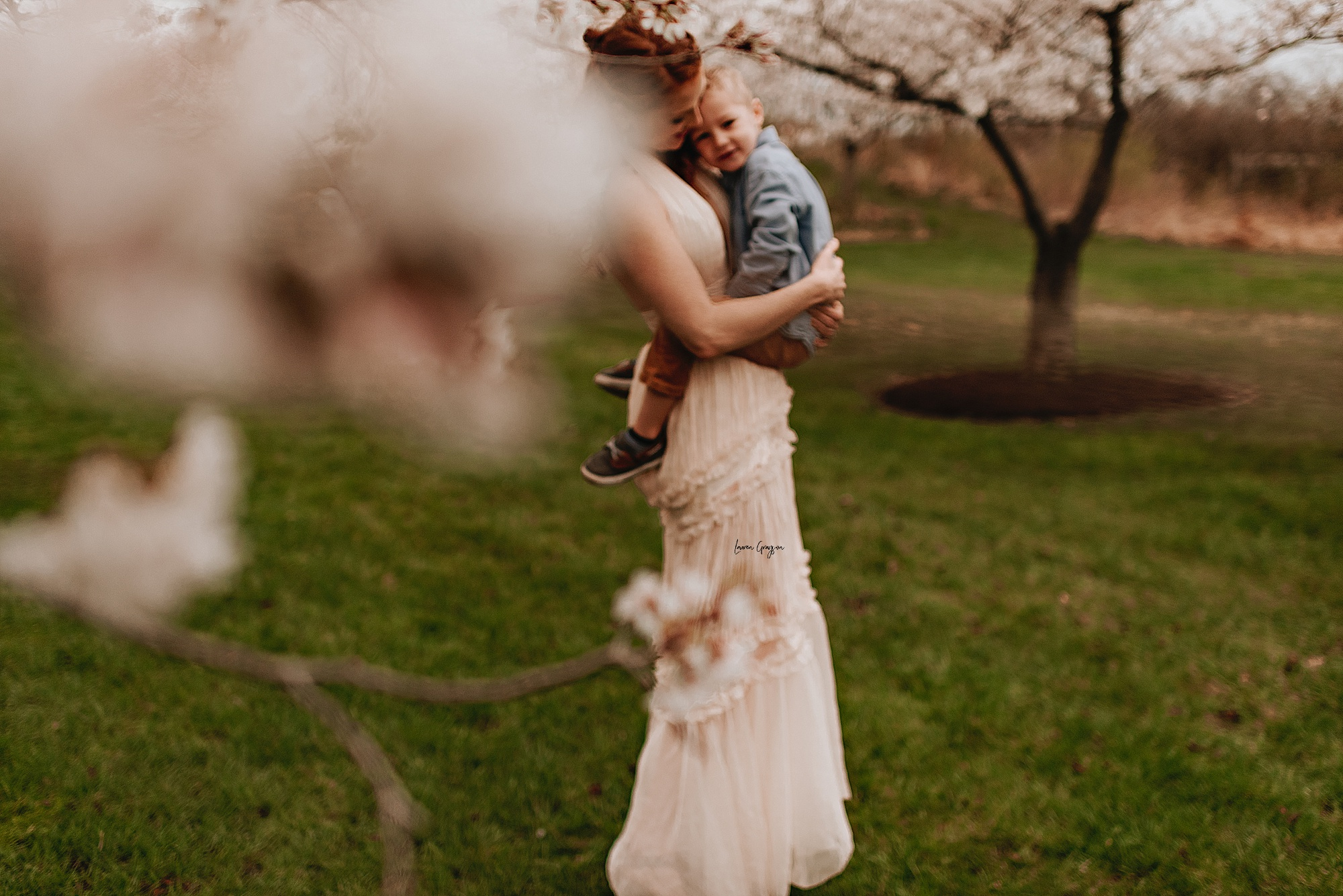 lauren-grayson-photography-cleveland-ohio-motherhood-family-child-photo-session-cherry-blossoms_0006.jpg