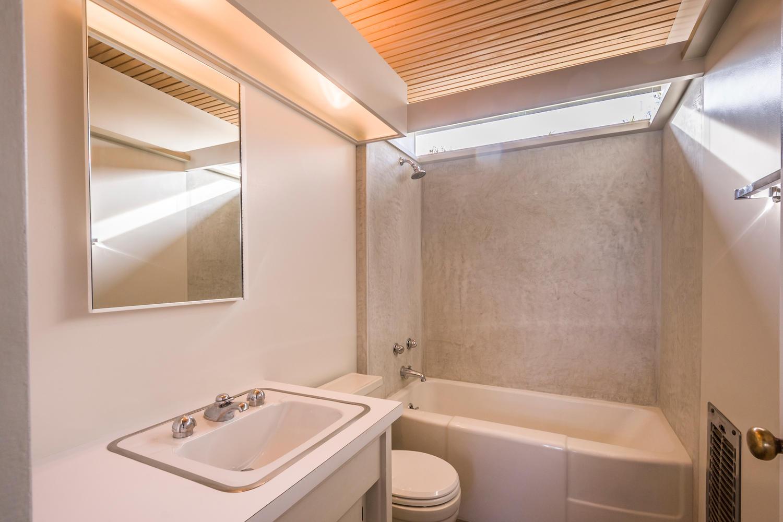 1901 Myra Ave-large-023-23-Bathroom-1500x1000-72dpi.jpg