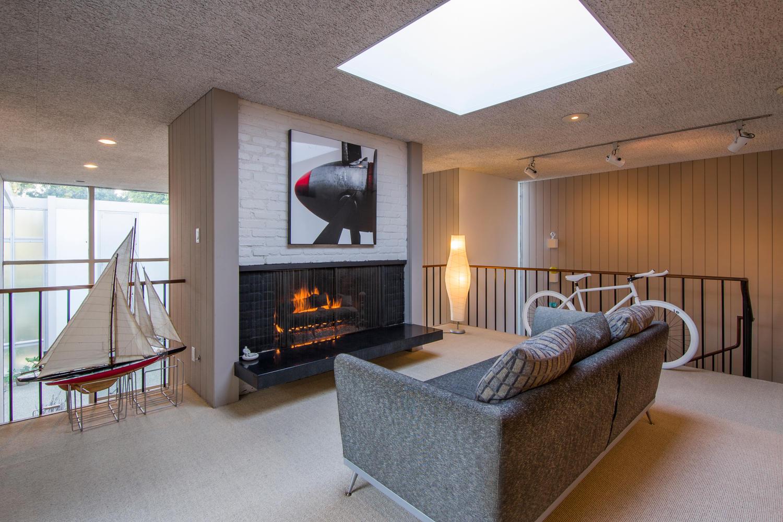 4204 Cedar Ave Long Beach CA-large-015-15-Upstairs Living Room-1500x1000-72dpi.jpg