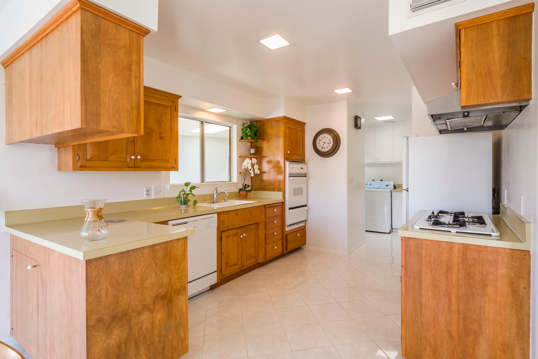 10362 Mira Vista Dr Santa Ana-large-008-8-Kitchen-1500x1000-72dpi.jpg