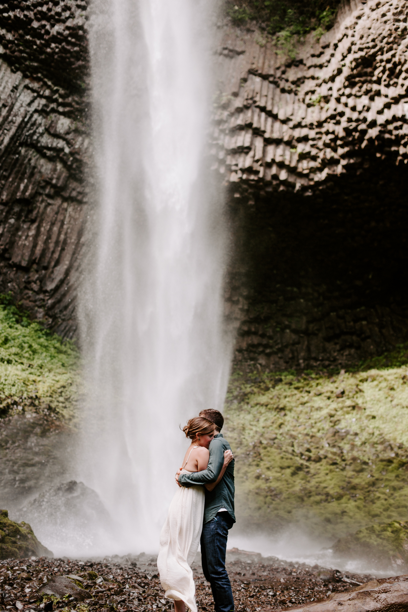 San Diego Engagement photography at LaTourell Falls Portland Oregon003.jpg