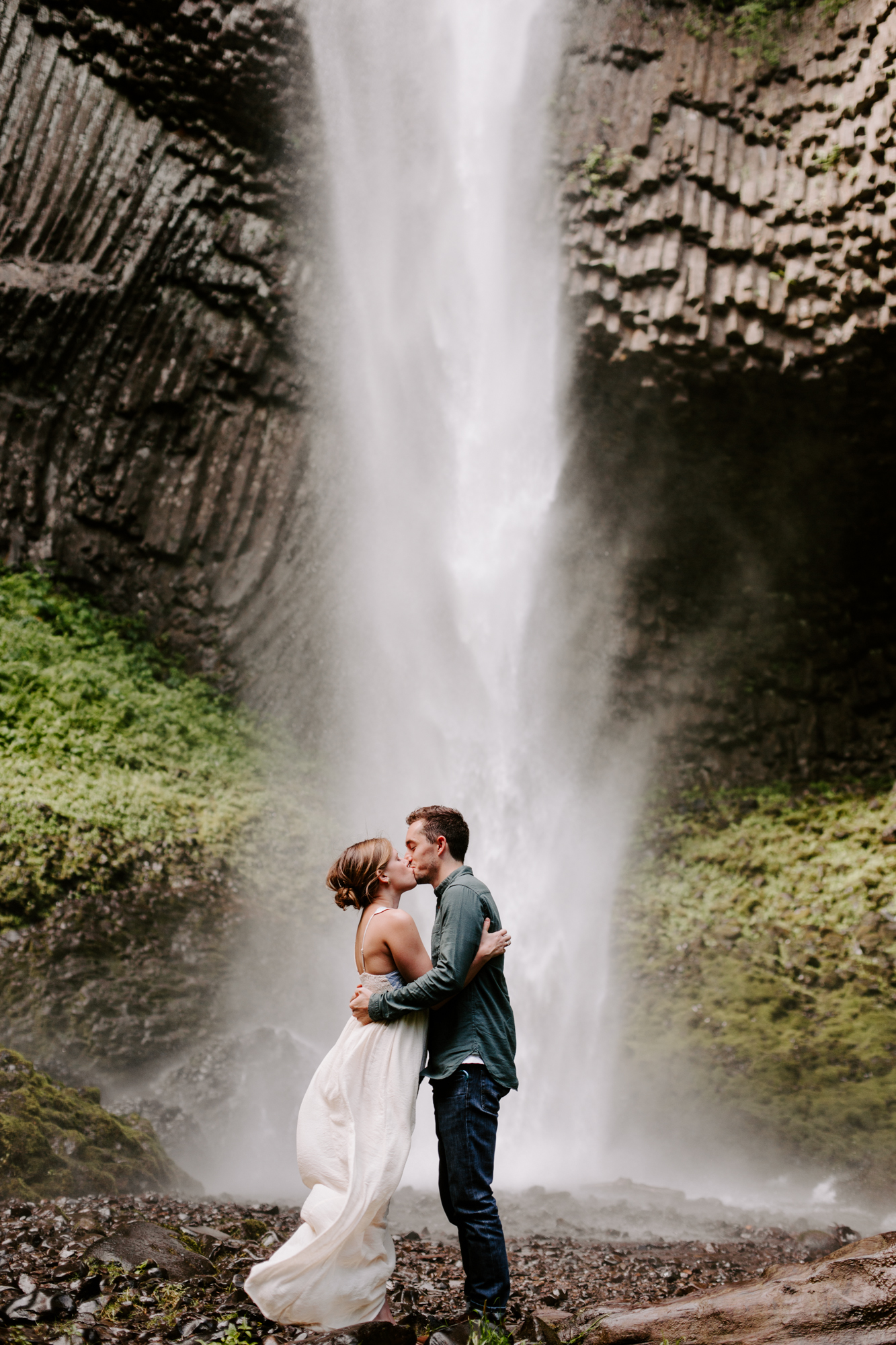 San Diego Engagement photography at LaTourell Falls Portland Oregon004.jpg