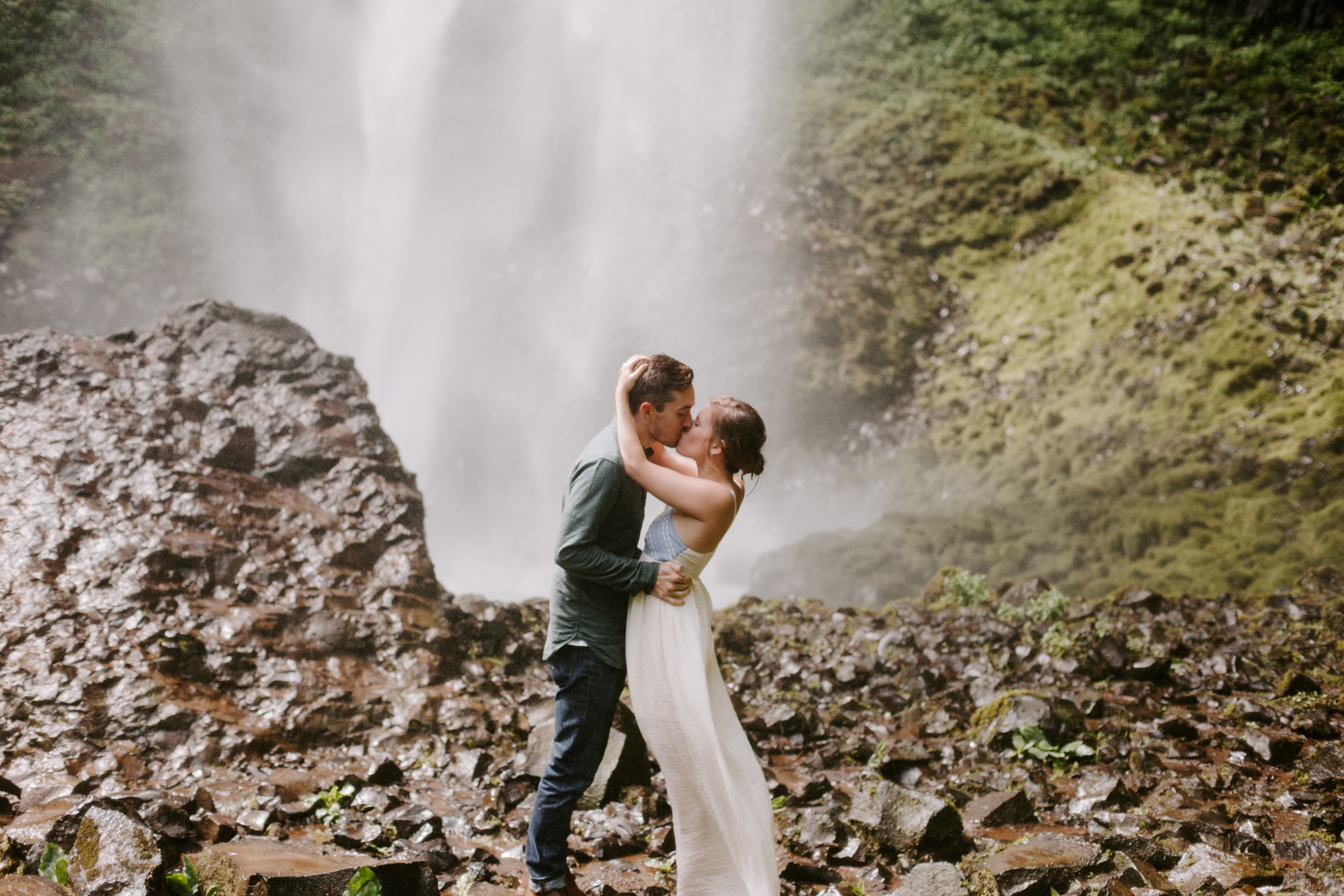 San Diego Engagement photography at LaTourell Falls Portland Oregon014.jpg