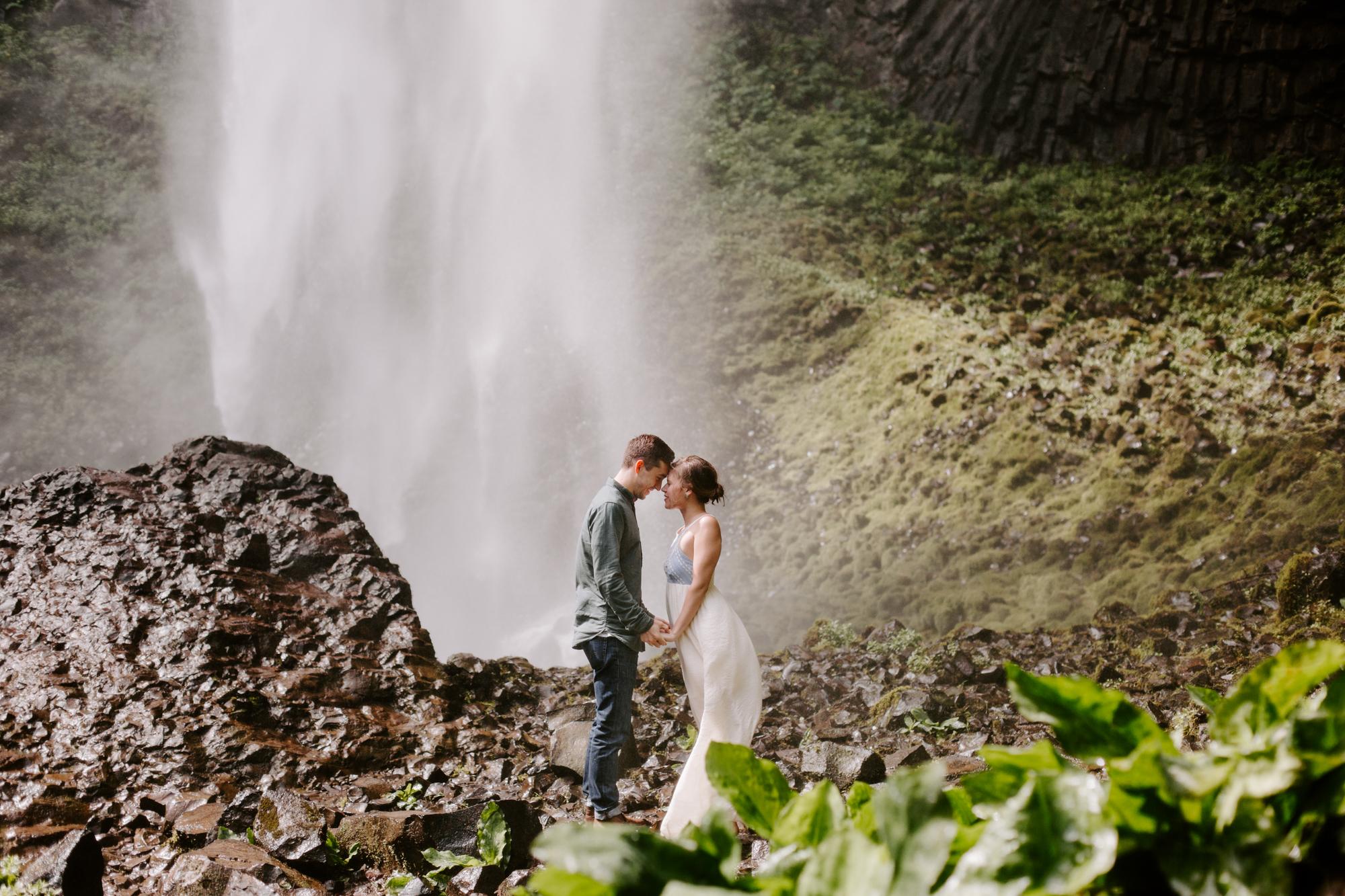 San Diego Engagement photography at LaTourell Falls Portland Oregon013.jpg