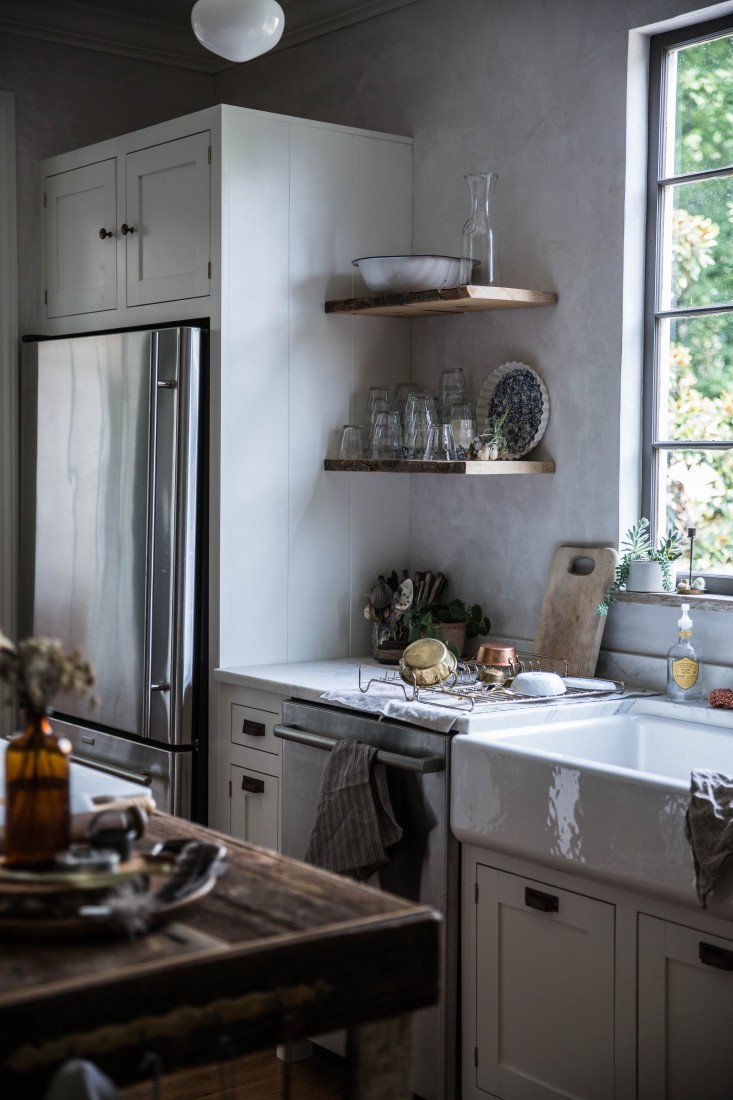 Reclaimed timber shelving and vintage door knobs give life to what could very easily have just been a run-of-the-mill fitted kitchen.