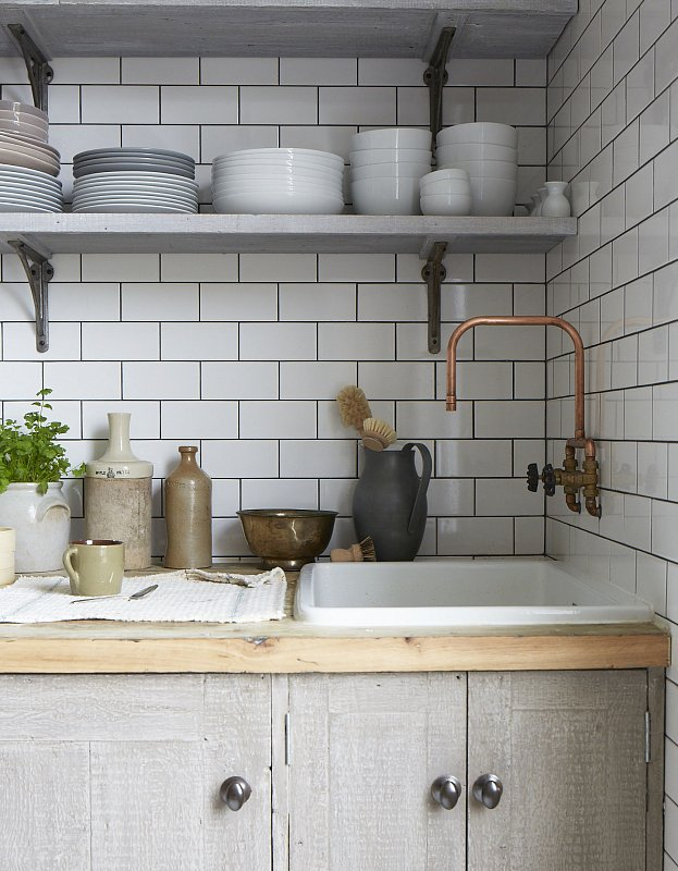 I never realised how fascinated I was with plumbing until I saw this copper pipe tap. Does it not turn green? Does it rust? I don't care. I want it.