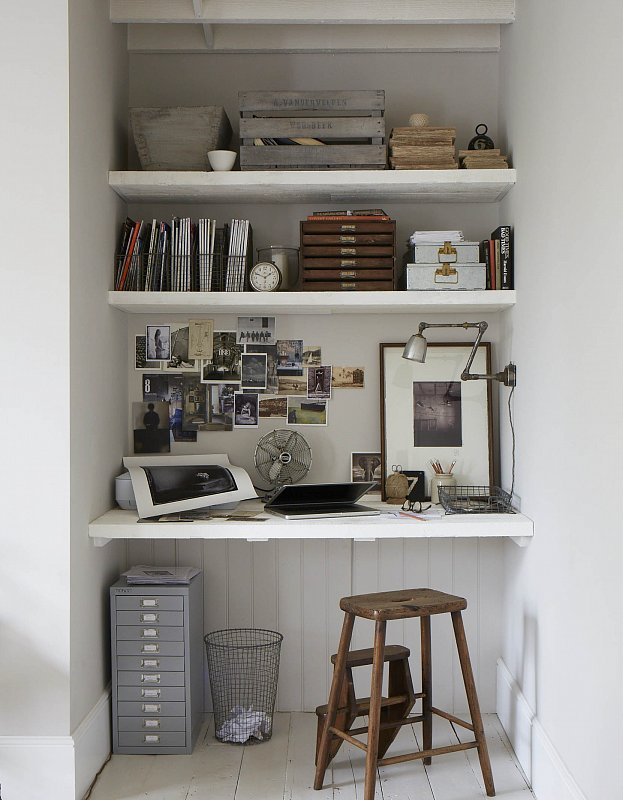 I'm a big fan of disguising all of those not-so-pretty-but-essential office supplies in nice storage boxes. Plastic or anything that looks too officey is a big no-no in my eyes... so Paul's desk area is very exciting to me.