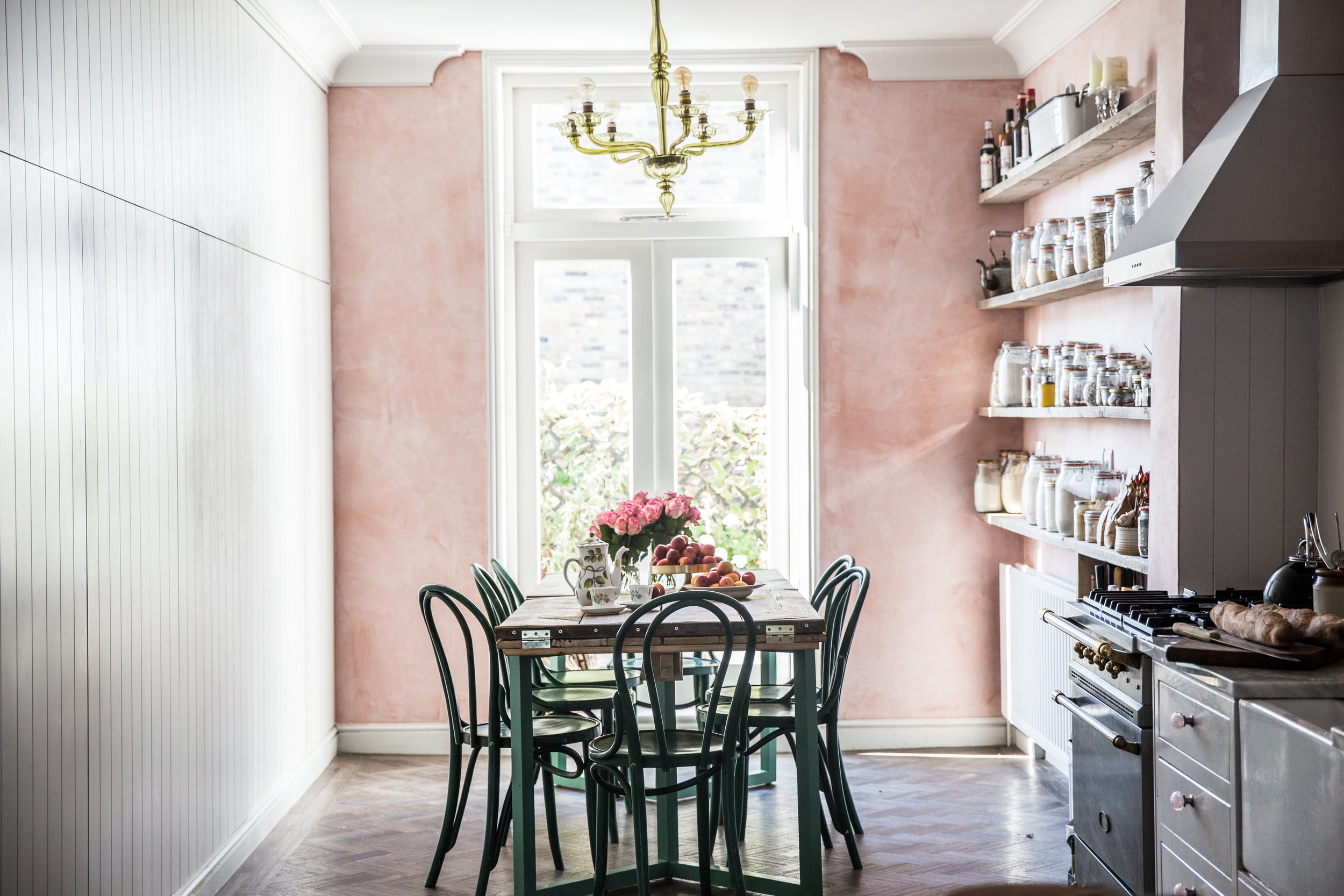 Skye_McAlpine_From_My_Dining_Table_London_apartment_Louise_Dockery_Paper_and_Moon_dining_table.jpg