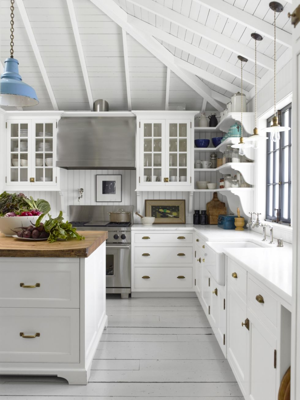 Okay I know I say this all the time, but I really think this is my favourite kitchen ever. In my top ten anyway. And at very least, it's proof that an all-white kitchen doesn't have to be boring.