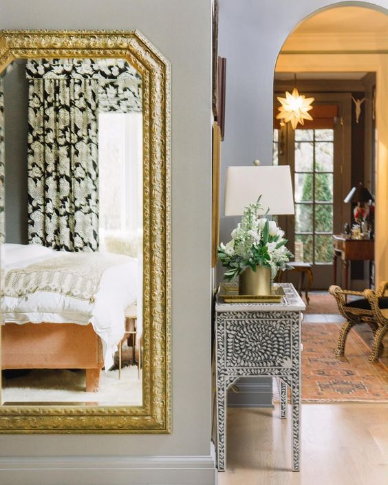 Paper_and_Moon_Louise_Dockery_Pierce_and_Ward_Karen_Elson_Nashville_house_antique_mirror_Architectural_Digest.jpg