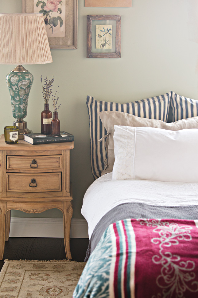 House_and_Home_Louise_Dockery_Paper_and_Moon_bedroom_design_interiors_Colourtrend_Farrow_and_Ball_Arnotts_traditonal_antiques.jpg
