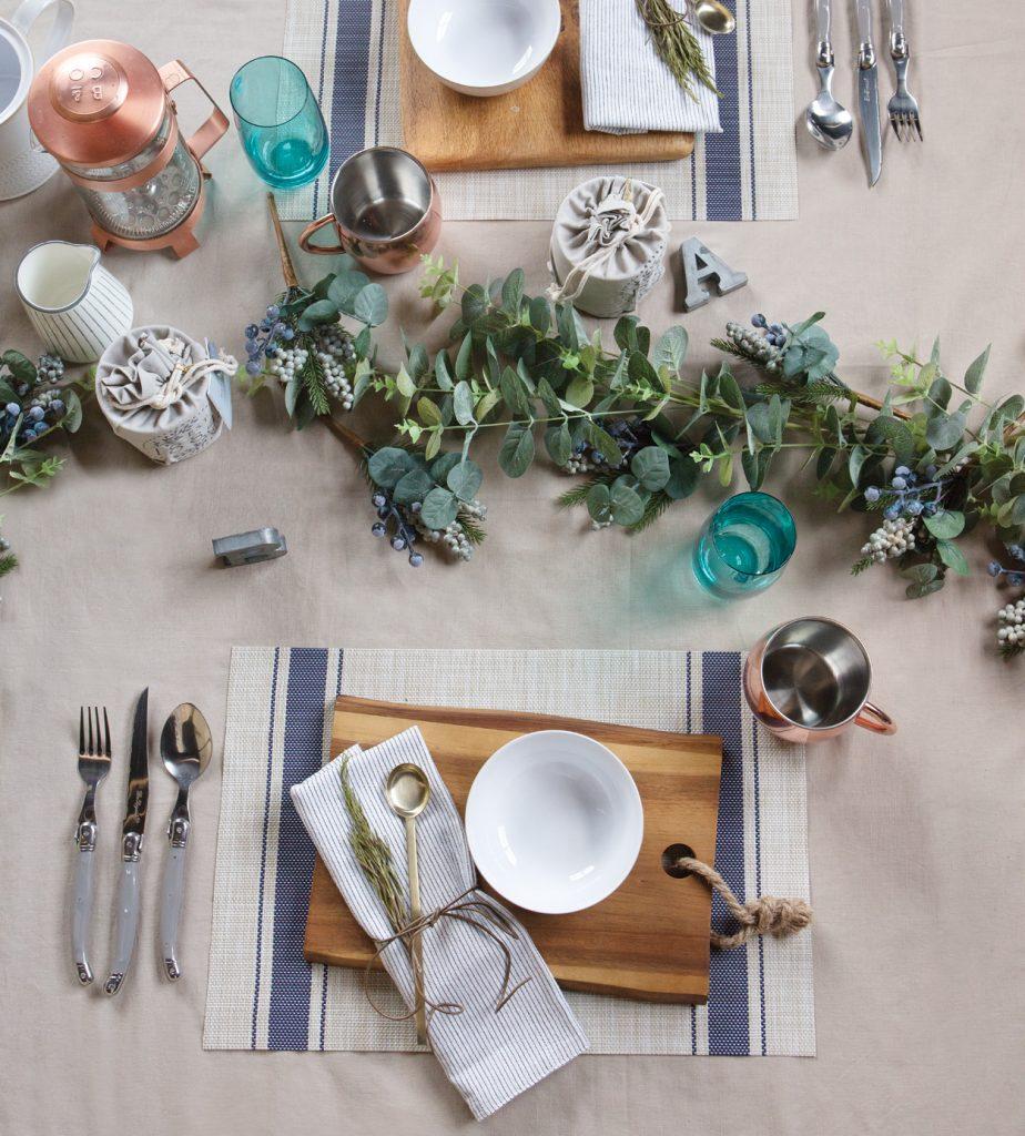 rustic-farmhouse-christmas-table-setting-924x1024.jpg