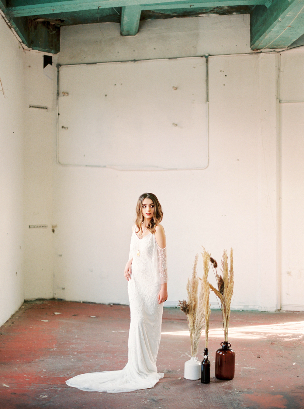 moroccan_floral_boho_vibrant_jewel_tone_nuetral_industrial_wedding_inspiration_Paper_and_Moon_Louise_Dockery_Studio_Brown_Folkster_Chupi_pampas_grass.jpg