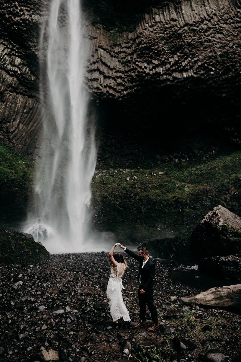 Rainy Columbia River Gorge Wedding Emily Magers Photography-106.jpg