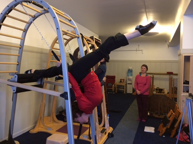Kaleena showing off her flexibility and strength during the Archway course