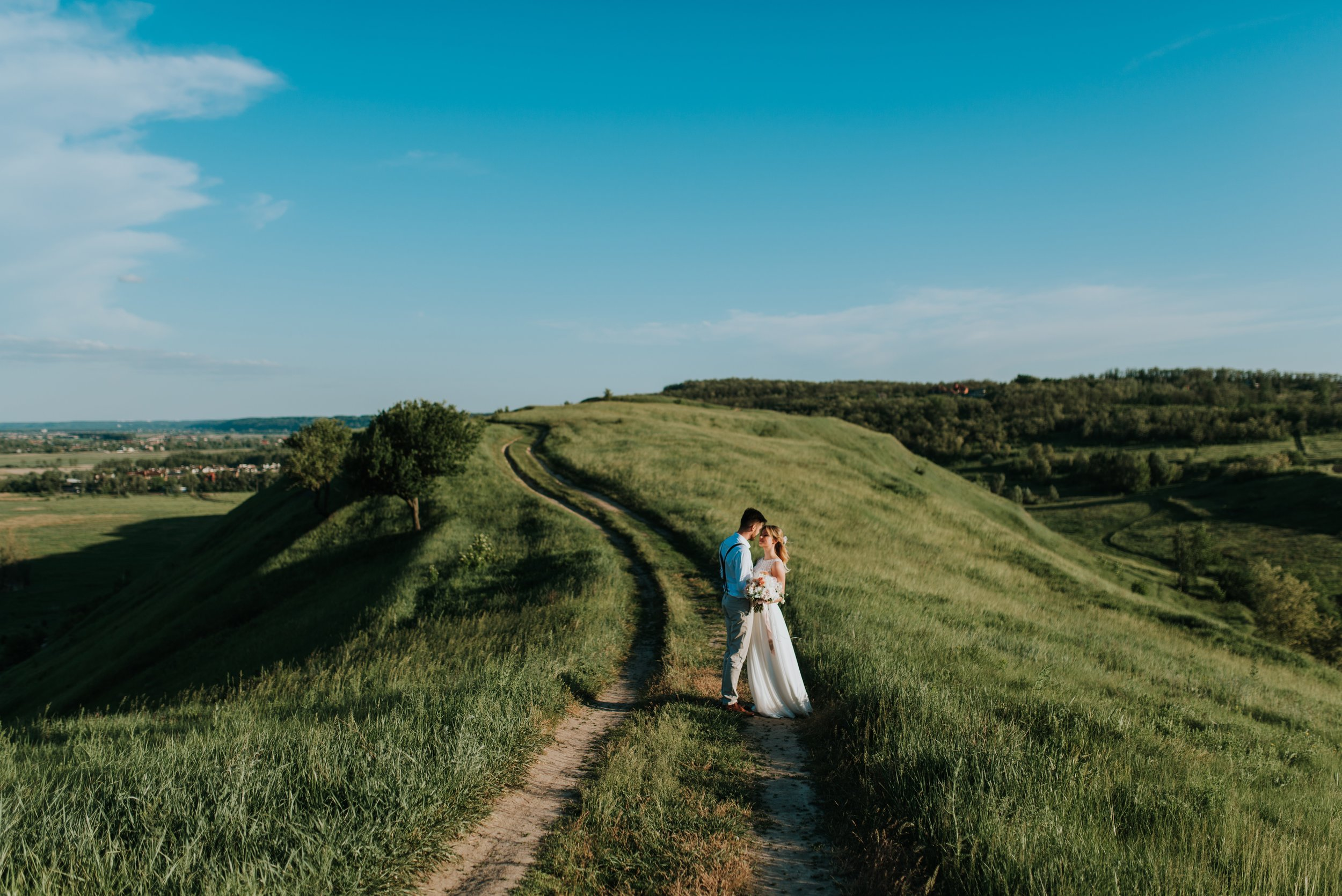 beautiful-bride-bride-and-groom-1721943.jpg