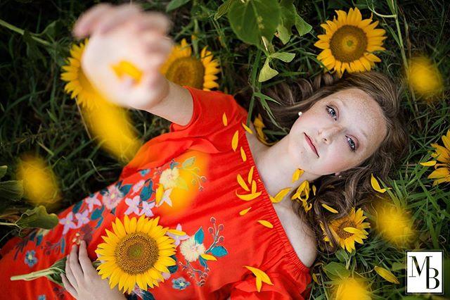 Flower child. ❤️🌻 #virginiaphotographer #meganbryantphotos