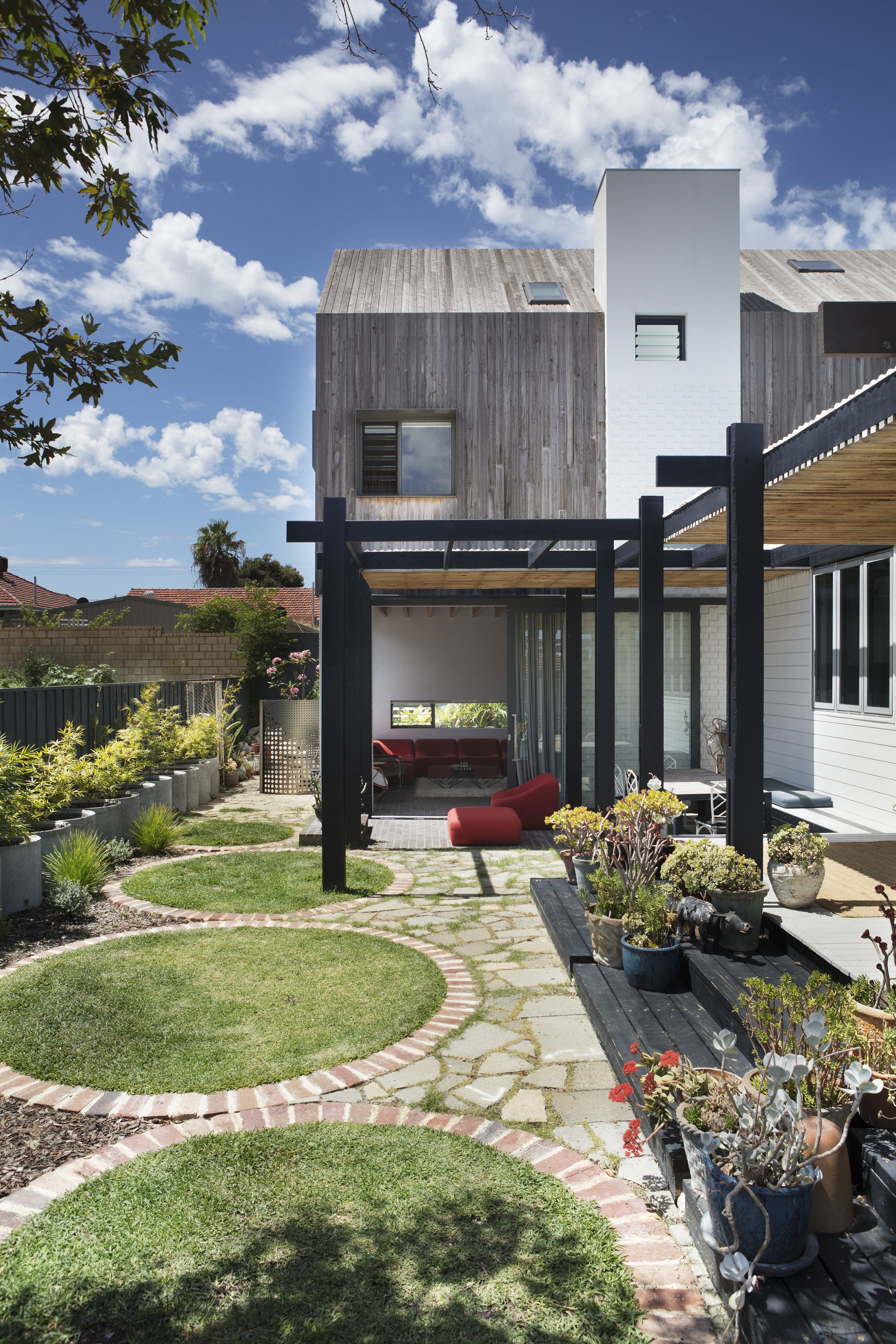 CODA Studio's Back House, home of Kieran Williamson and Emma Wong. Photography by Bo Wong.