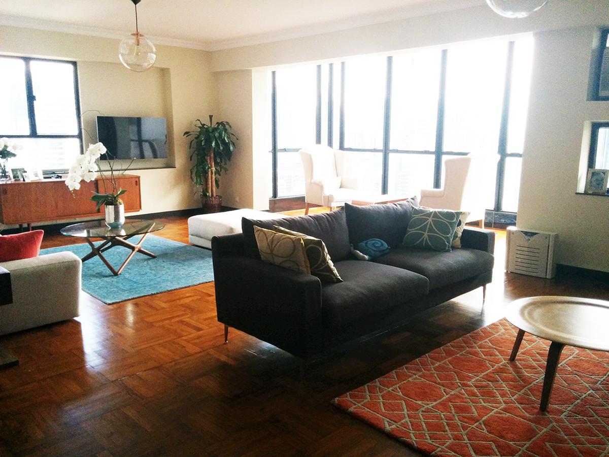 view into livingroom.jpg