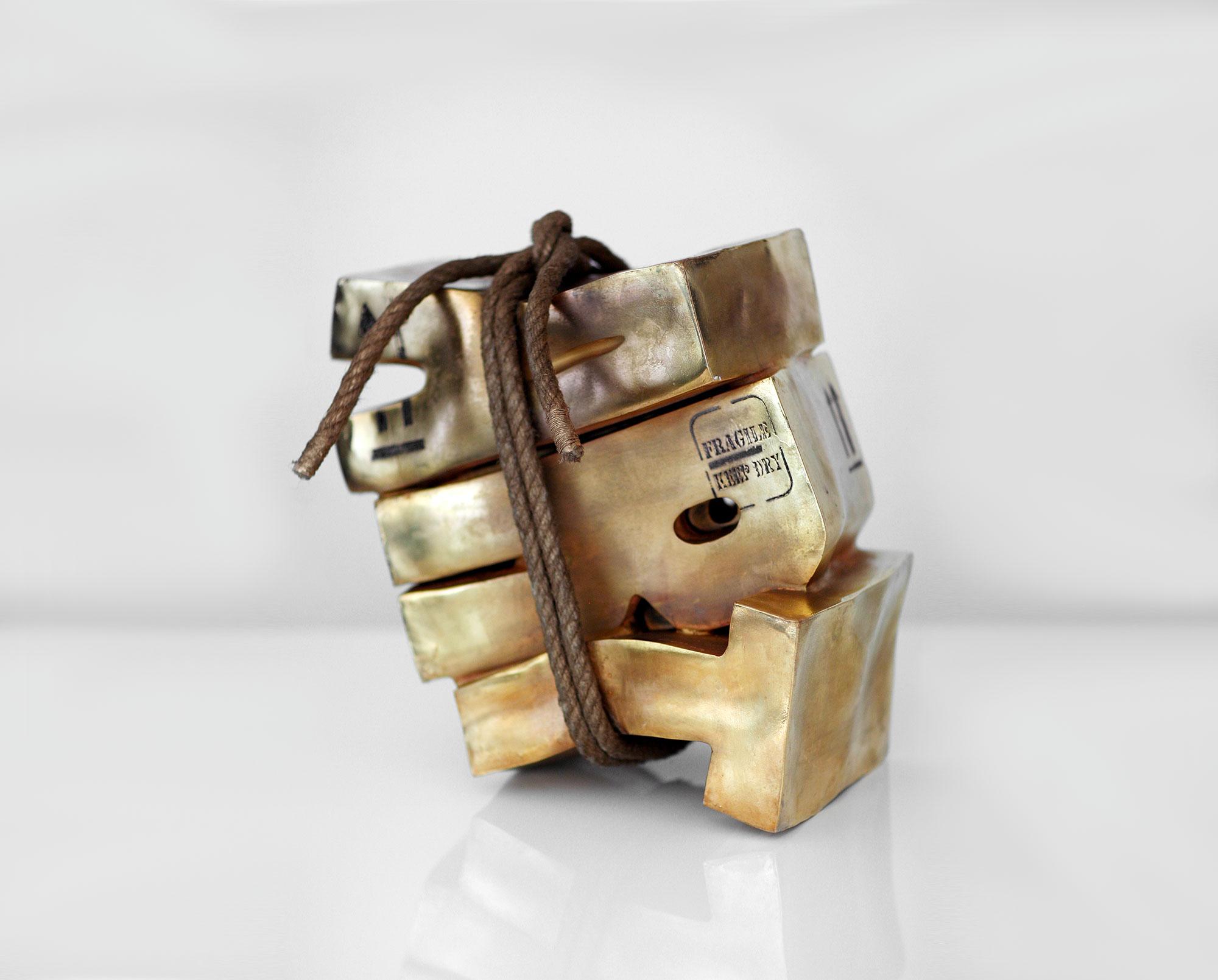 Gold Art  (2010) | résine, chanvre, dorure | 38 x 38 x 25 cm | 1/1
