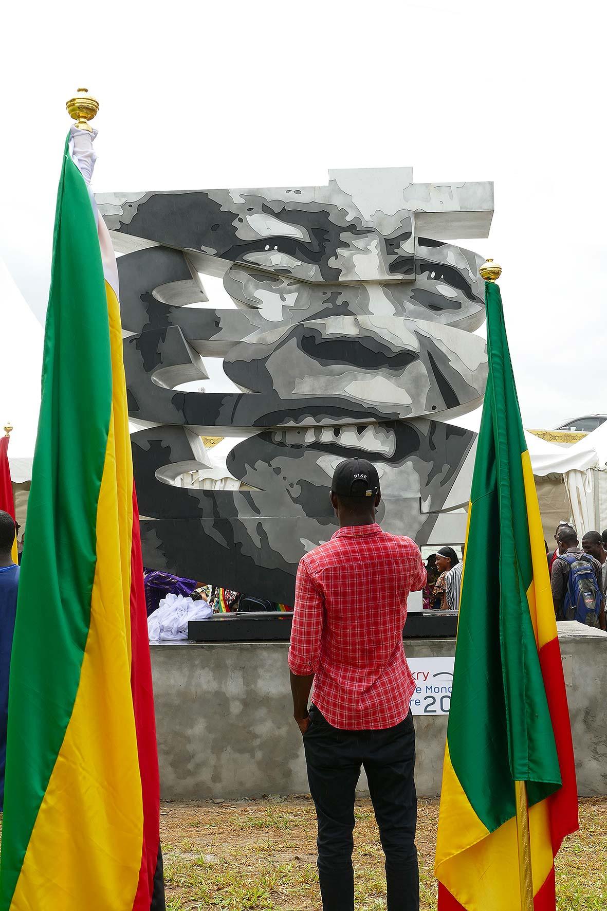 cipre_artiste_sculpteur_inauguration_46664_conakry_capitale_mondiale_du_livre_2017.jpg