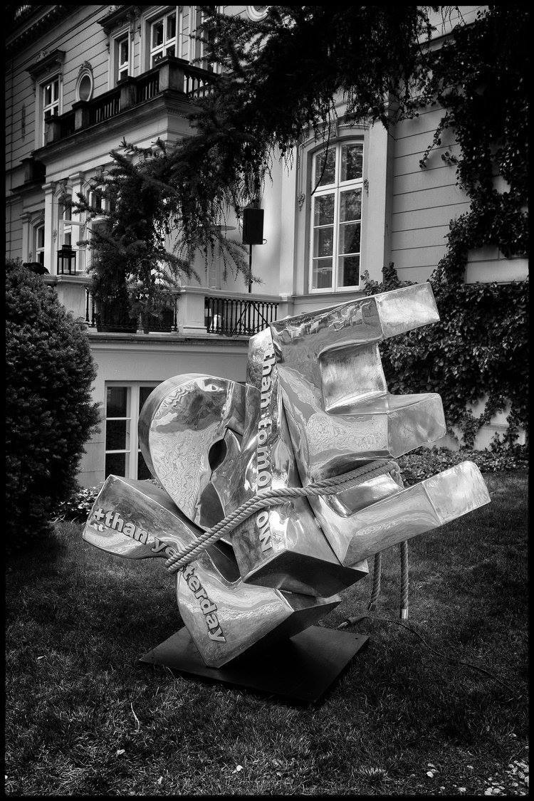 cipre_artiste_sculpteur_exposition_varsovie_love_sangle_sobanski_palace_warsaw_art_park