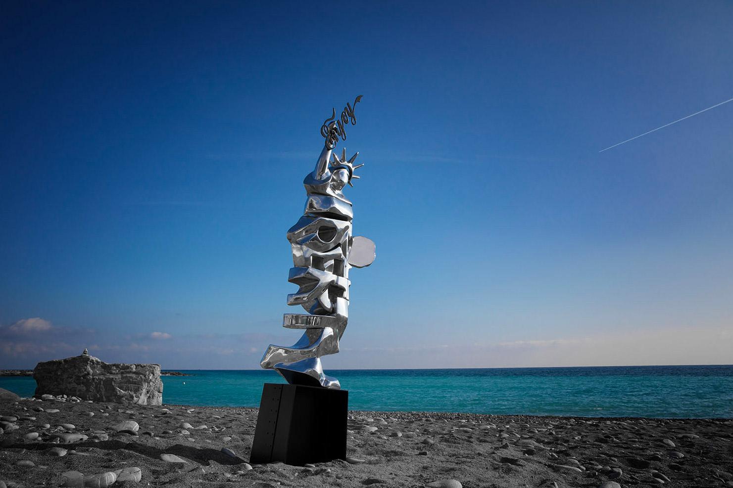 Liberty  (2010) | aluminium |245 x 55 x 45 cm | oeuvre originale | © Jean-Pierre Rey
