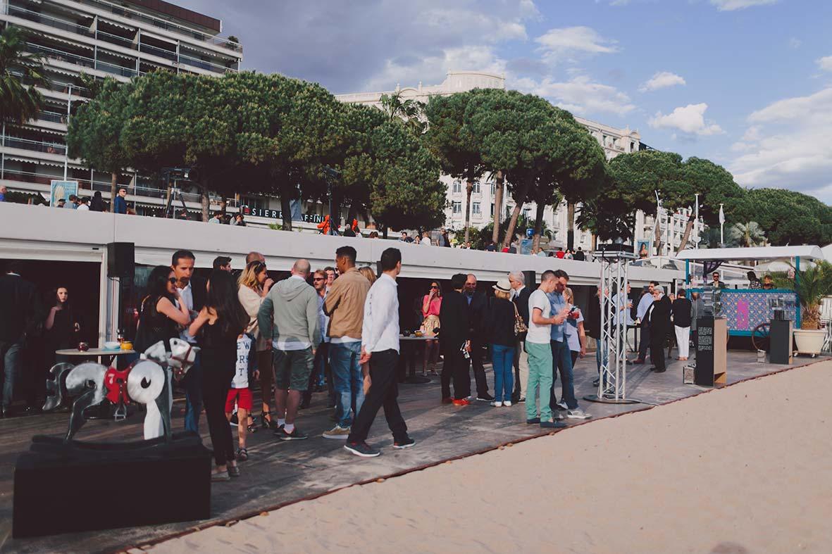 6_cipre_artiste_sculpteur_exposition_festival_de_cannes_2015_plage_3.14_7_eme_art_arrivee_people.jpg
