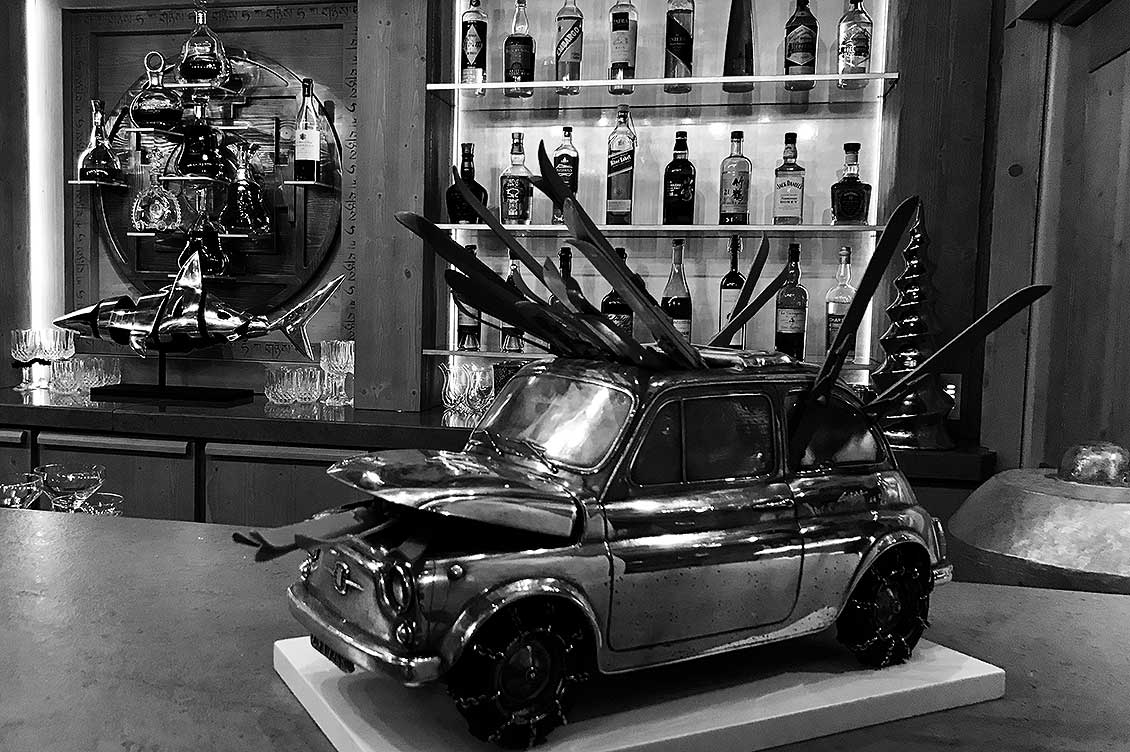 cipre_artiste_sculpteur_exposition_logo_etablissement_luxe_palace_courchevel_le_k2_collections_bar_go_to_ski_fiat_500_et_shark__NB.jpg