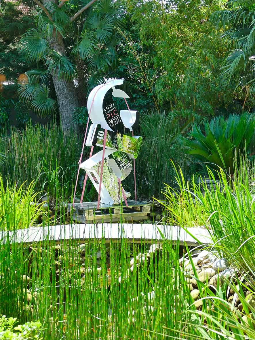 cipre_artiste_sculpteur_anniversaire_maison_pic_anne_sophie_trois_etoiles_guide_michelin_quarante_ans.jpg