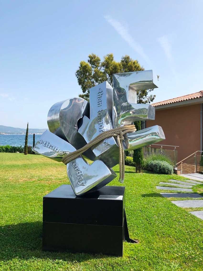 cipre_artiste_sculpteur_bel_air_fine_art_gallery_saint_tropez_kube_hotel_exposition_love_sangle.jpg