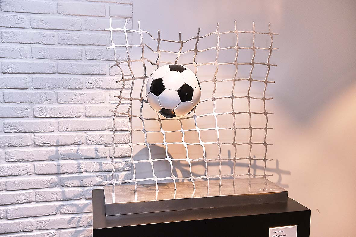 cipre_artiste_sculpture_contemporain_event_play_it_art_thomas_meunier_stadium_foot_aluminium_stade_anderlecht_brussels_one_zero.jpg