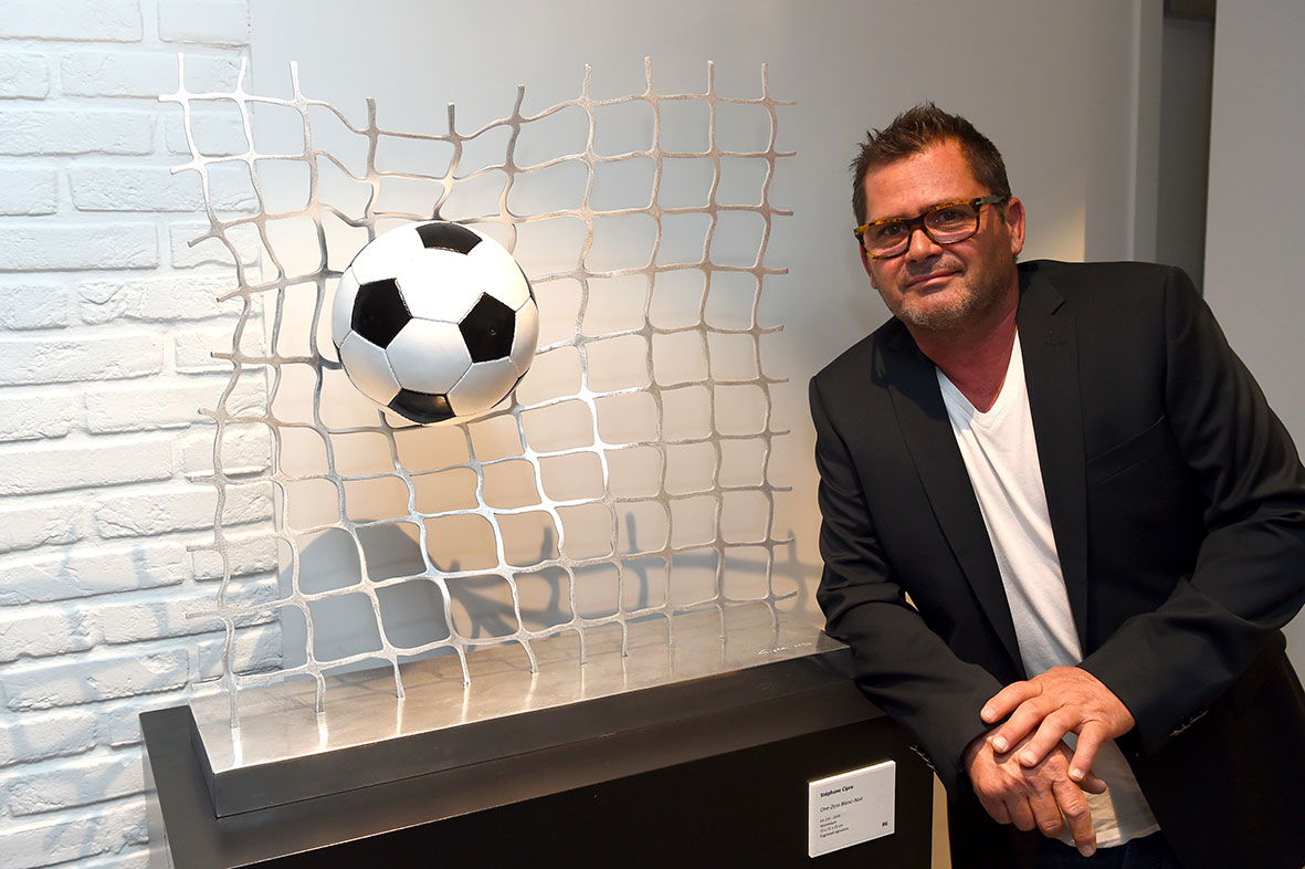 cipre_artiste_sculpture_contemporain_event_play_it_art_thomas_meunier_stadium_foot_aluminium_stade_anderlecht_brussels_stephane.jpg