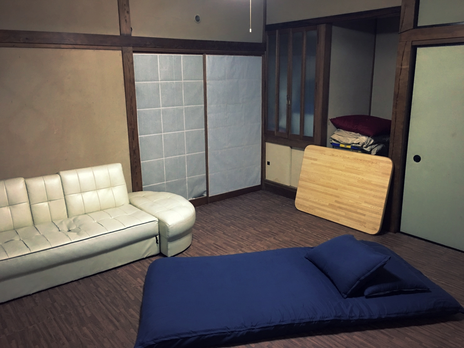 Downstair Room (Max Capacity : 4-5 pax)