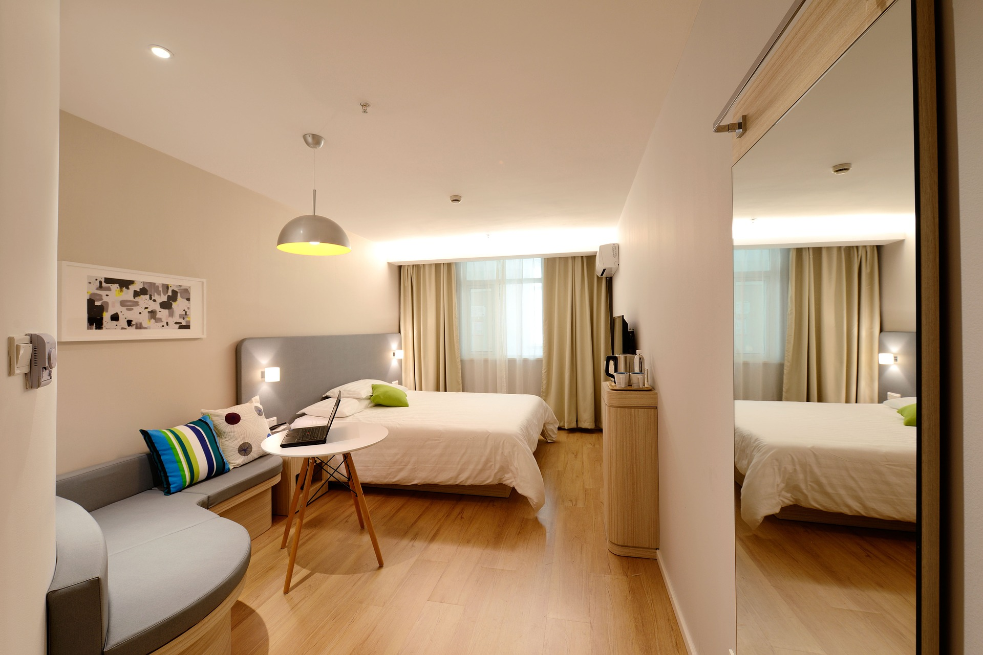 hotel-1330841_1920.jpg